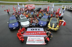 「injured ZERO」を掲げ安全運転とマナーを学べる、Tetsuya OTA ENJOY&SAFETY DRIVING LESSON with Volkswagen開催のご案内です。※写真は前回、昨年6月に実施のイベントの様子